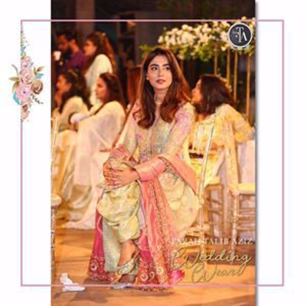 Picture of Beautiful Mansha Pasha looking uber festive of rose gold and mint green!
