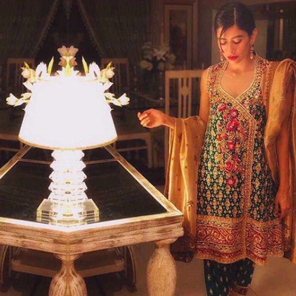 Picture of Saira Shehroze absolutely gorgeous in an emerald green Farah Talib Aziz angarkha