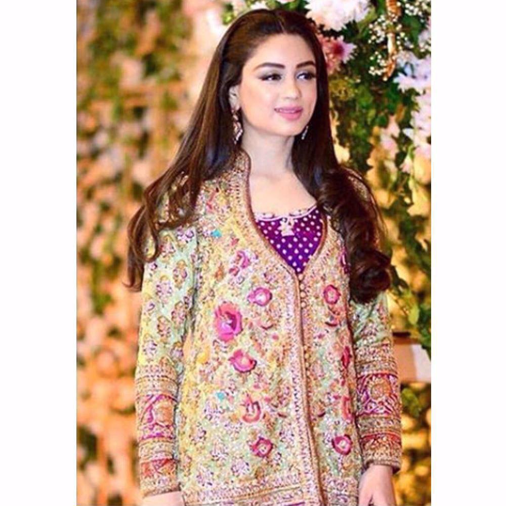 Picture of The beautiful Aleha Danial looking gorgeous in a Farah Talib Aziz ensemble