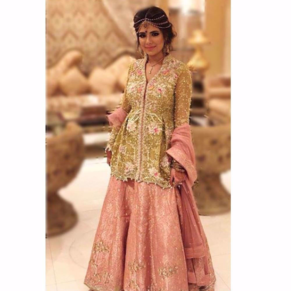 Picture of Kiwi green and blush pink for the perfect festive look!