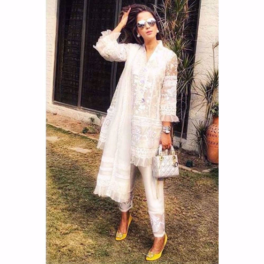 Picture of Hina Rasim looking picture perfect in a pristine ivory Farah Talib Aziz kalidaar and shalwar