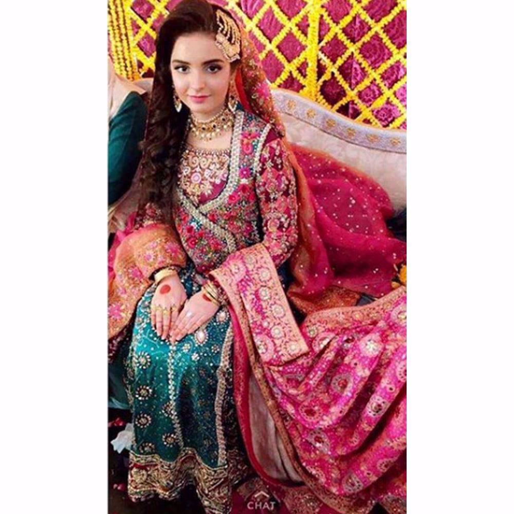 Picture of Eliha absolutely gorgeous in a Farah Talib Aziz emerald Kalidaar angarkha complimented perfectly by an FTA chunri chaddar