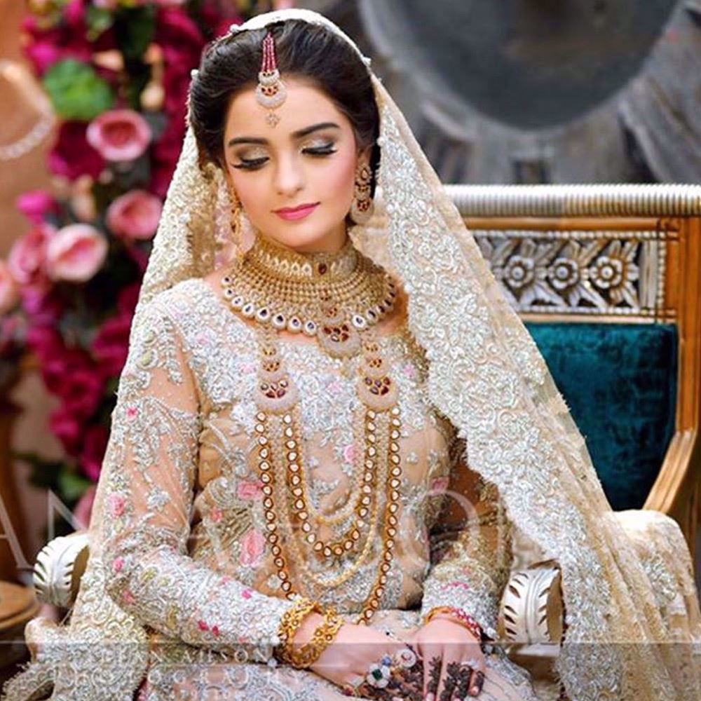 Picture of Eleyha Quraishi looking beautiful in an ethereal Farah Talib Aziz bridal in shades of blush pinks