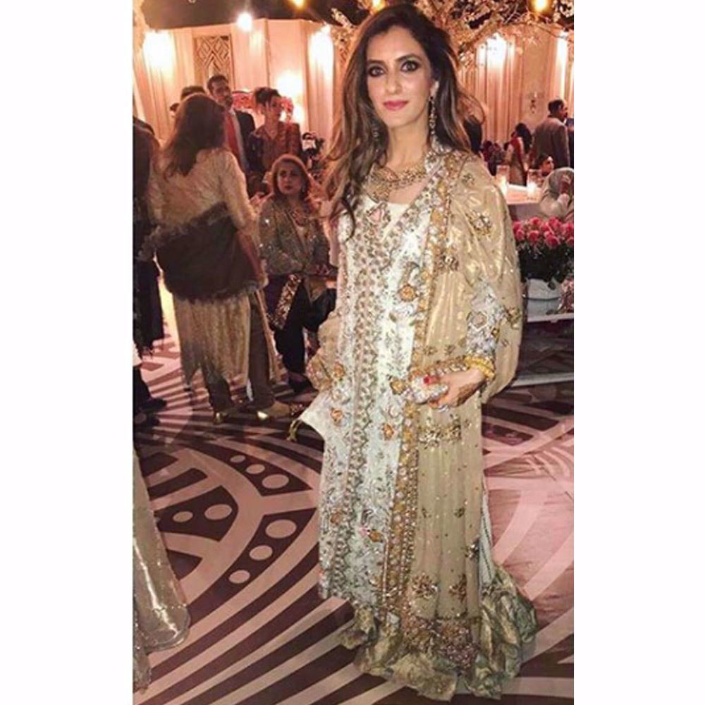 Picture of The gorgeous Zainab Yousuf in a mint and gold Farah Talib Aziz ensemble