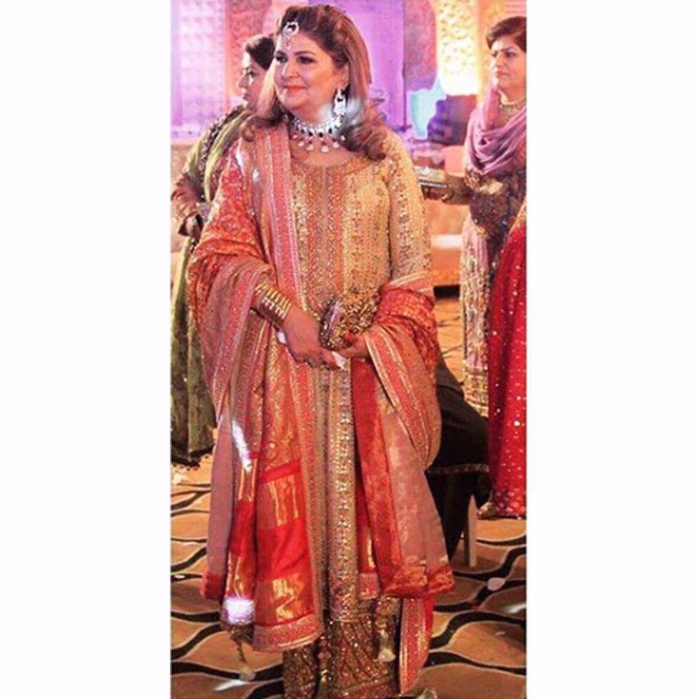 Picture of Pinky Afzal looking beautiful in a festive Farah Talib Aziz chunri and gota ensemble