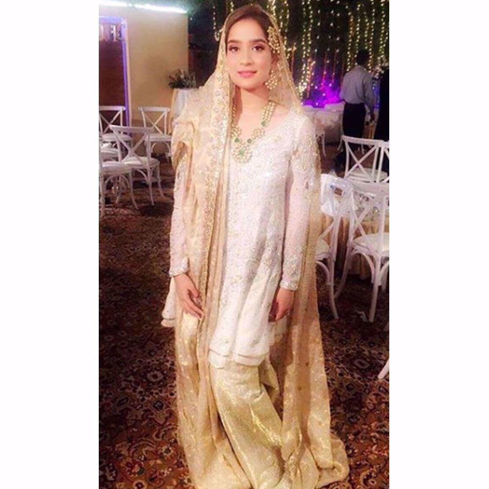 Picture of Aminah Tariq looking beautiful on her Nikkah in an ivory and gold Farah Talib Aziz kalidaar