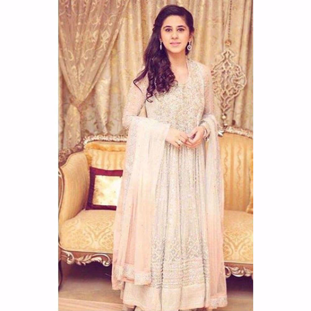 Picture of Maham looking ethereal in a silver and blush Farah Talib Aziz kalidaar peshwas