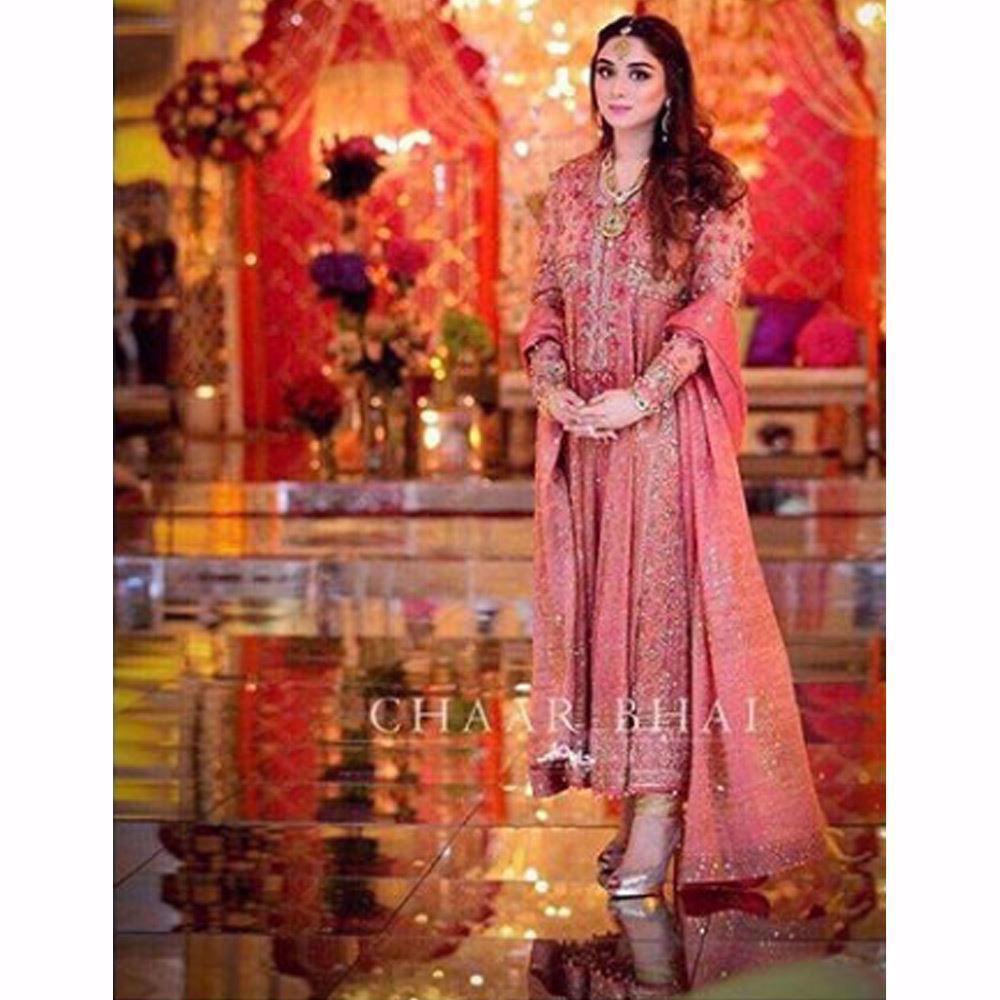 Picture of Hooria looking absolutely beautiful in a rose gold Farah Talib Aziz kalidaar peshwas