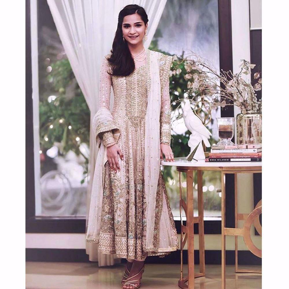Picture of Neha Irfan Patel looking beautiful in a custom made Farah Talib Aziz ivory and gold Kalidaar