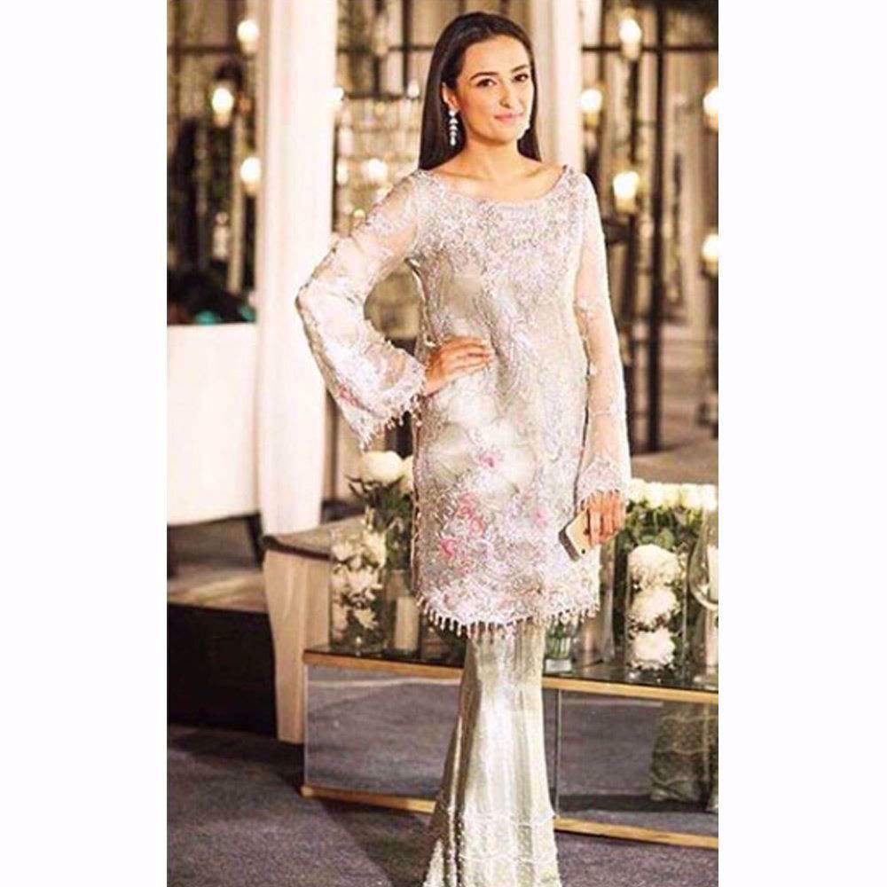 Picture of Momal Shaikh looking lovely in a Farah Talib Aziz formal at a wedding