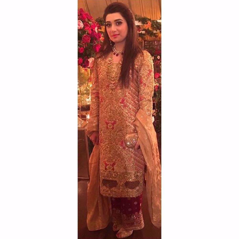 Picture of Saniya looking beautiful in a custom Farah Talib Aziz ensemble