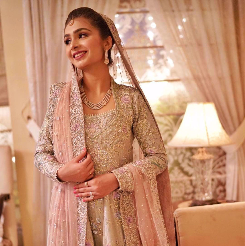 Picture of Sanila Arsal looking utterly mesmerising at her Walima in a signature #Farah Talib Aziz