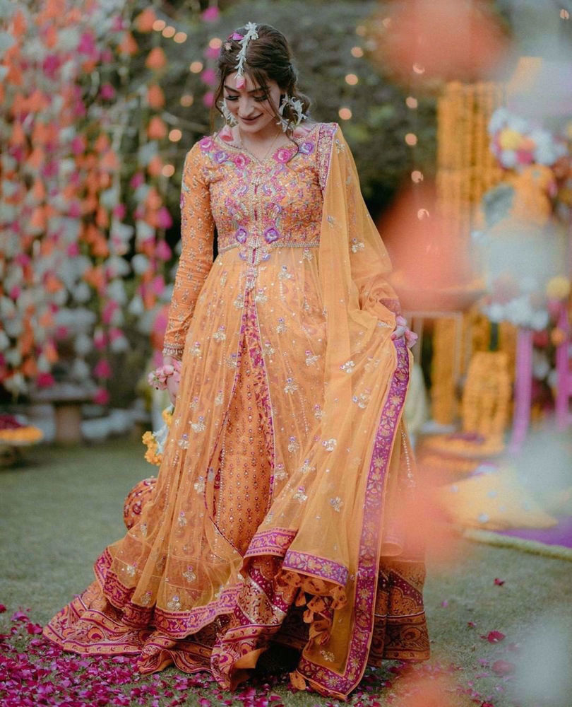 Picture of #Eman J Khan is a vision to behold in a signature #Farah Talib Aziz kalidaar on her Phool Holi
