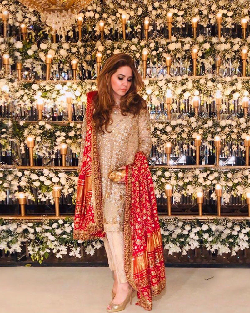 Picture of The gorgeous Sehr Moiz makes the ultimate style statement in a signature #FarahTalibAziz ensemble with a mesmerising Chunri Chaadar