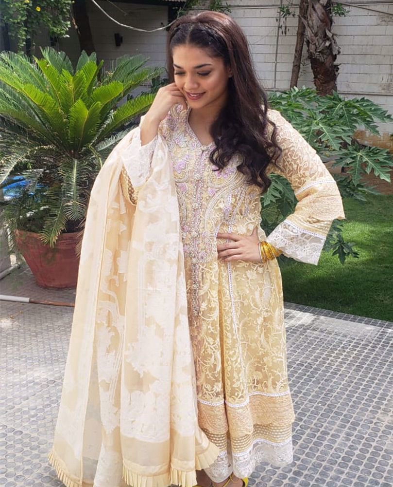 Picture of #SanamJung beautiful in a pale yellow hand embellished #FarahTalibAziz luxe Pret outfit that's perfect for all festivities!