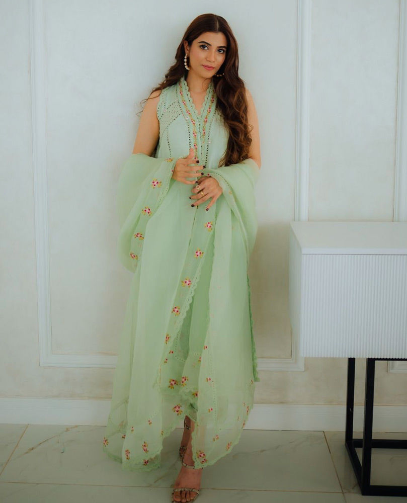 Picture of Minna Tariq looking gorgeous in a cool mint green #FarahTalibAziz outfit.
