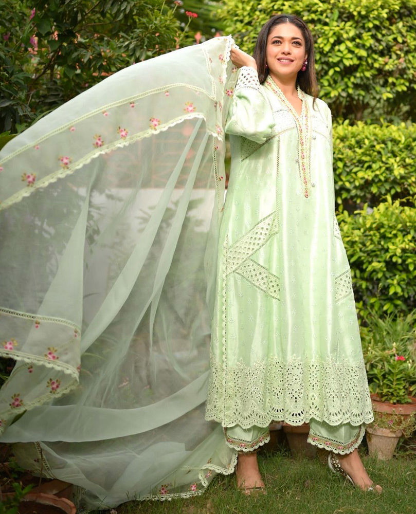 Picture of Sanam Jung looking gorgeous in a cool mint green #FarahTalibAziz outfit.